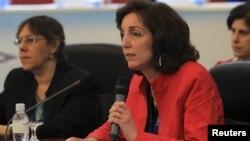Roberta Jacobson dijo en declaraciones a una cadena de televisión de EE.UU. que recomendaba un recuento de votos en Venezuela.
