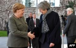 Nemačka kancelarka Angela Merkel i britanska premijerka Tereza Mej tokom susreta u Berlinu