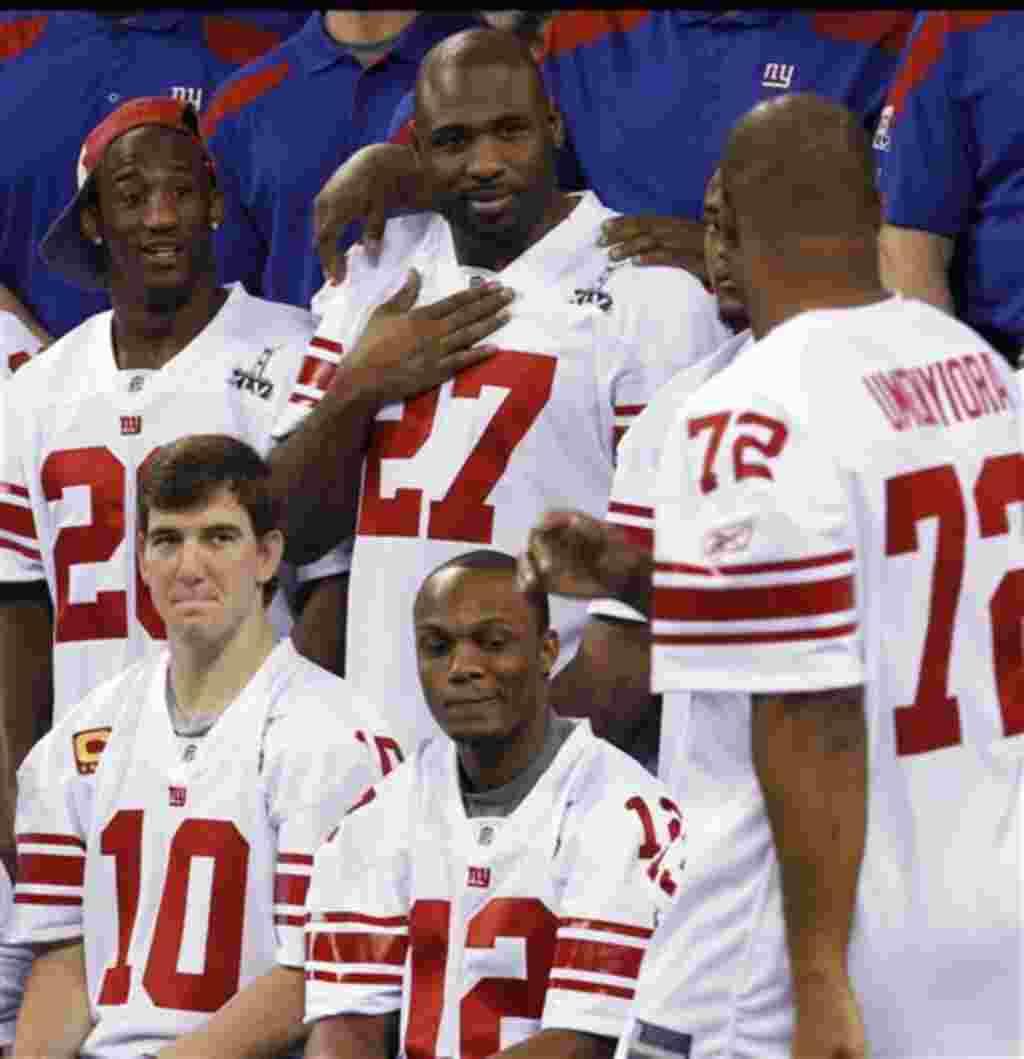 Los integrantes de los Gigantes de Nueva York, Eli Manning (10), Jerrel Jernigan (12), Antrel Rolle (26) y Brandon Jacobs (27) están listos.