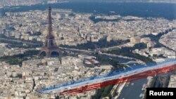 Foto udara kota Paris pada peringatan Revolusi Perancis (14/7). Wisatawan kini dapat menikmati keindahan kota Paris dari udara.