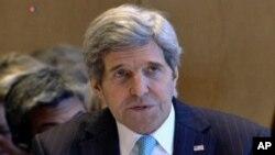 Menlu AS John Kerry memberi penghargaan tiga perusahaan yang dinilai mewakili nilai-nilai Amerika yang terbaik (foto: dok).