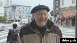 Lari Vučković u ulici Brodvej, u kojoj je pre nekoliko decenija nastupao u brojnim džez klubovima sa poznatim muzičarima