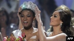 Mis Universi 2011 thotë se do ta përdorë kurorën për të ndihmuar vendin e saj