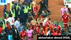 Wachezaji wa Equatorial Guinea walindwa na polisi baada ya ushindi dhidi ya Tunisia