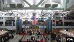 Kedua tersangka ditangkap di bandara John F. Kennedy, New York Sabtu malam.