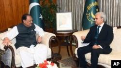 巴基斯坦总统侯赛因和巴基斯坦代总理 纳西穆克在伊斯兰堡进行会晤(2018年6月1日)
