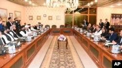 مذاکرات کے دوران طالبان وفد نے پاکستان کا بھی دورہ کیا تھا۔ (فائل فوٹو)