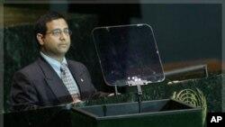 Ahmed Shaheed prononçant un discours à l'ONU en 2005