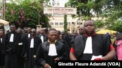 Les magistrats béninois en marche, à Cotonou, au Bénin, le 6 janvier 2018. (VOA/Ginette Fleure Adandé)