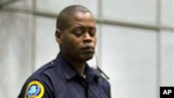 前利比里亞總統泰勒在星期二出席戰爭罪法庭