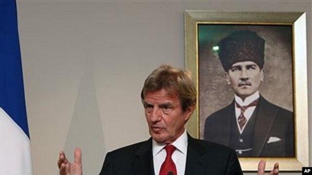 French Foreign Minister Bernard Kouchner speaks to the media in Ankara, 12 Oct 2010