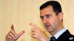 """Presiden Bashar al-Assad mengatakan, pemberontakan terhadap pemerintahnya adalah persekongkolan yang dilancarkan para ekstremis yang didukung pihak luar, dan mengatakan, kekerasan itu dilakukan """"geng-geng bersenjata dan kelompok-kelompok teroris yang didukung al-Qaeda (foto: Dok)."""