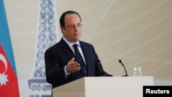 A Baku, en Azerbaijan, le président François Hollande a proposé la tenue d'un sommet pour traquer la milice Boko Haram