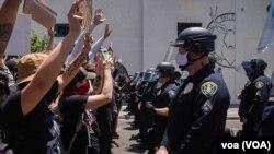امریکہ کے مختلف شہروں میں جارج فلائیڈ سے اظہارِ یکجہتی کے لیے ہزاروں افراد نے ریلیوں میں شرکت کی۔