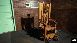 Một chiếc ghế điện được trưng bày tại Bảo tàng Nhà tù Texas ở Huntsville, Texas.