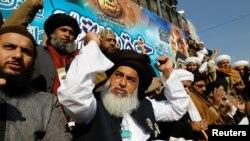 تحریک لبیک پاکستان کے سربراہ خادم حسین رضوی۔