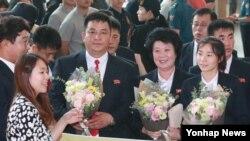 북한의 국제태권도연맹(ITF) 태권도 시범단이 1일 오후 인천국제공항을 통해 출국하고 있다.