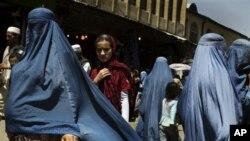 افتتاح تعمیر ریاست امور زنان و یک پروژه برق آبی در ولایت دایکندی