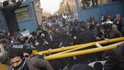 واکنشهای متفاوت مقامات جمهوری اسلامی به حمله به سفارت بریتانیا در تهران