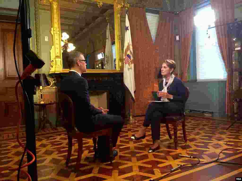 کالین کال مشاور ارشد پرزیدنت اوباما در امور خاور میانه و ایران و ستاره درخشش، رئیس بخش فارسی صدای آمریکا.