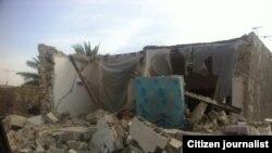İran'daki şiddetli depremde yıkılan bir köy evi