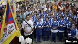 Học sinh Tây Tạng hát quốc ca (Ảnh tư liệu - REUTERS/Shruti Shrestha).