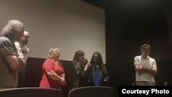 Članovi Kruga Orfelin razgovaraju sa publikom u bioskopu Avalon (Foto: Krug Orfelin)