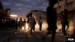 La poca higiene en los campos de refugiados levantados en la capital contribuye a que se propague de la epidemia.