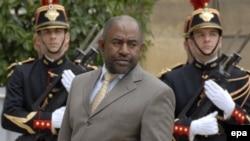 Assoumani Azali, président de Comores, arrive au Palais de l'Elysée pour rencontrer le président français Jacques Chirac, à Paris, France 16 mai 2006. epa/ HORACIO VILLALOBOS