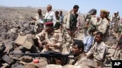 Hình ảnh do Bộ Quốc phòng phổ biến cho thấy quân đội Yemen chuẩn bị chiến đấu chống lại các chiến binh al-Qaida tại tỉnh Shabwa, miền nam Yemen.