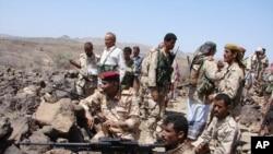 Pasukan Yaman bersiap memerangi militan al-Qaida di daerah selatan propinsi Shabwa, 30 April 2014. (Foto: dok)