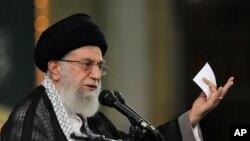 伊朗最高领袖哈梅内伊在首都德黑兰举行的会议上发表讲话。
