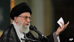 Pemimpin tertinggi Iran Ayatollah Ali Khamenei berpidato dalam sebuah pertemuan di Teheran. (Foto: Dok)