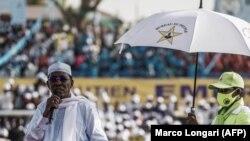 Le président tchadien Idriss Deby Itno s'adresse à ses partisans lors d'un meeting de campagne électorale à N'Djamena, le 9 avril 2021.