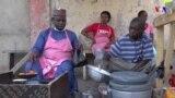 TASKAR VOA: A Maiduguri, Wani Matashi Wanda Ya Kamala Karatun Jami'a, Ya Rungumi Sana'ar Sayar Da Kosai, A Matsayin Hanyar dogaro da kai