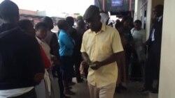 Long Bank Queues Continue in Zimbabwe