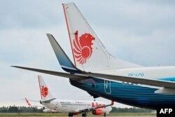 Pesawat Boeing 737-800 milik maskapai penerbangan Lion Air di bandara Padang, Sumatra Barat. (Foto: dok).