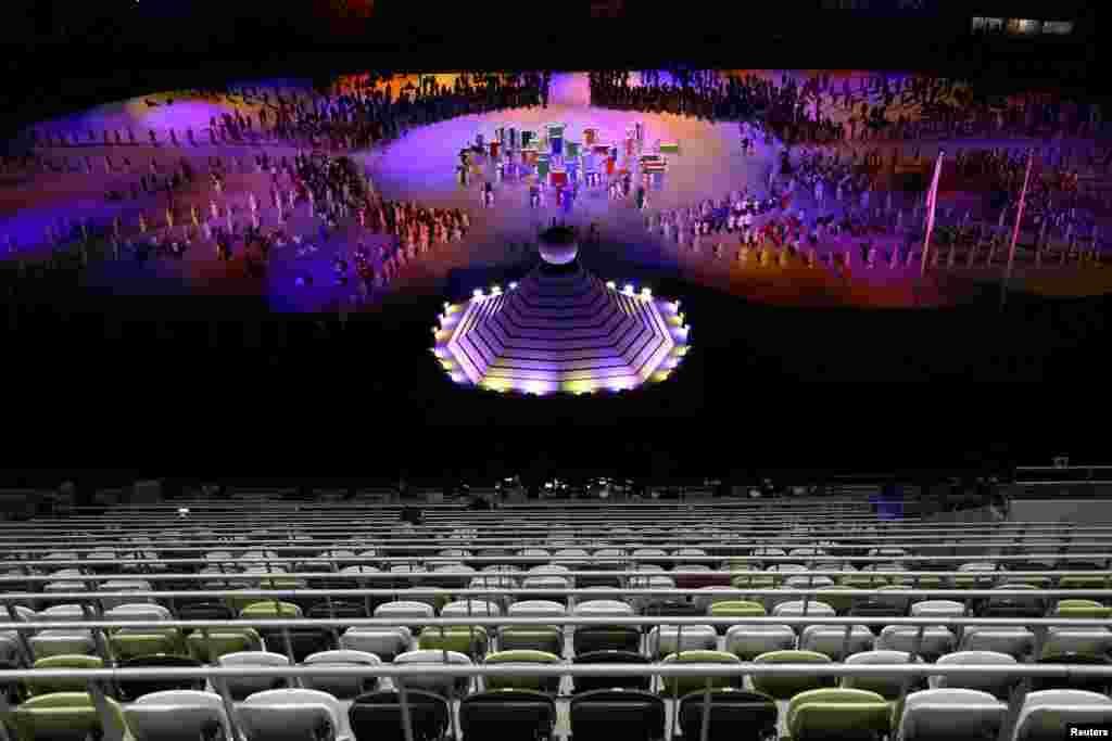 일본 도쿄 국립경기장에서 열린 2020 하계 올림픽 개막식이 신종 코로나바이러스 사태로 관중 없이 열렸다.