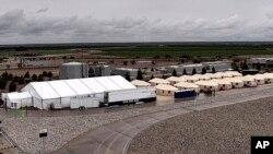 Texasdagi Tornillo migrant o'smirlar lageri