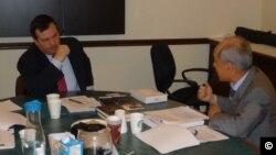 캐나다 북한인권협의회 이경복 회장(오른쪽)과 북한인권의날을 선포한 제이슨 케니 장관이 면담하고 있다. (자료사진)