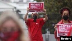 Članice sindikata odaju poštu preminulim medicinskim sestrama tokom pandemije
