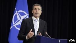 Sekjen NATO Anders Fogh Rasmussen memberikan keterangan pers di Brussels, Belgia hari Jumat (3/2).