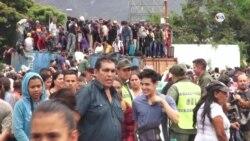 Venezolanos arriesgan su vida en la frontera