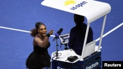 Serena Williams of the United States yells at chair umpire Carlos Ramos in the women's final against Naomi Osaka of Japan at the 2018 U.S. Open tennis tournament in New York, Sept. 8, 2018. (D. Parhizkaran/USA Today)