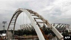 Cəvaharlal Neru stadionunda piyada körpüsü çöküb