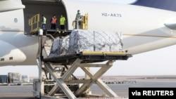 Bantuan kemanusiaan dari Raja Arab Saudi Salman tiba di bandara internasional Beirut., Lebanon.