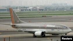 Sebuah pesawat milik Maskapai Penerbangan Asiana Airlines tengah meluncur di bandara Kimpo, Seoul, Korea Selatan (Foto: dok).
