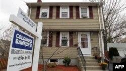Nhà với bảng đề bán