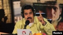 Nicólas Maduro manda encerrar estações de rádio.