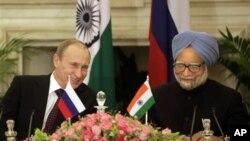 Владимир Путин и Манмохан Сингх. Архивное фото 2010г.